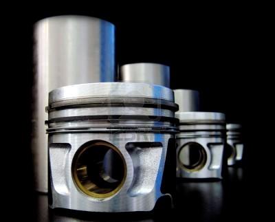 3070075-set-van-zuigers-en-cylindervoeringen-ge-soleerd-op-zwart
